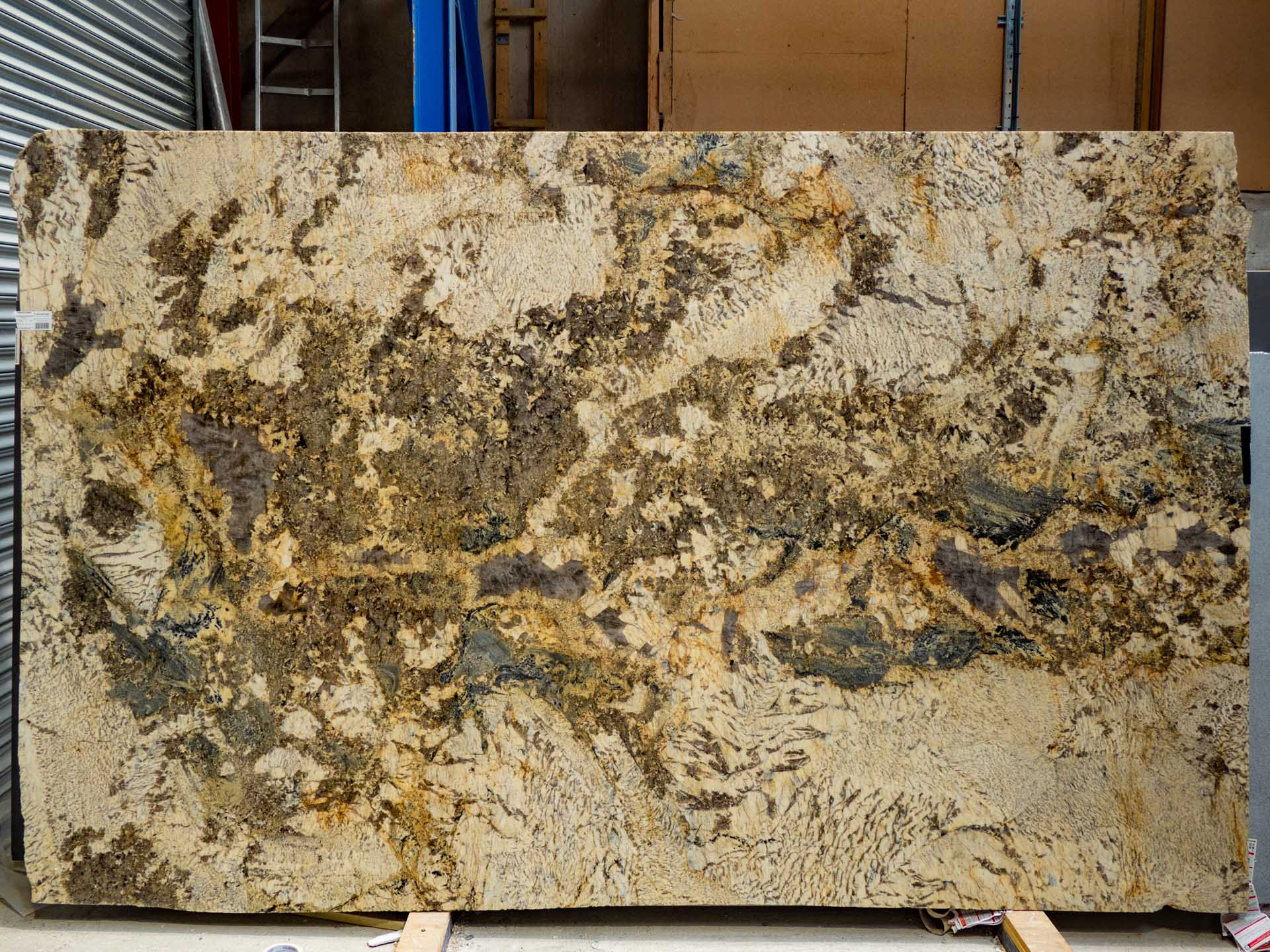 champagne-gold-granite-le180716-33651-143320a