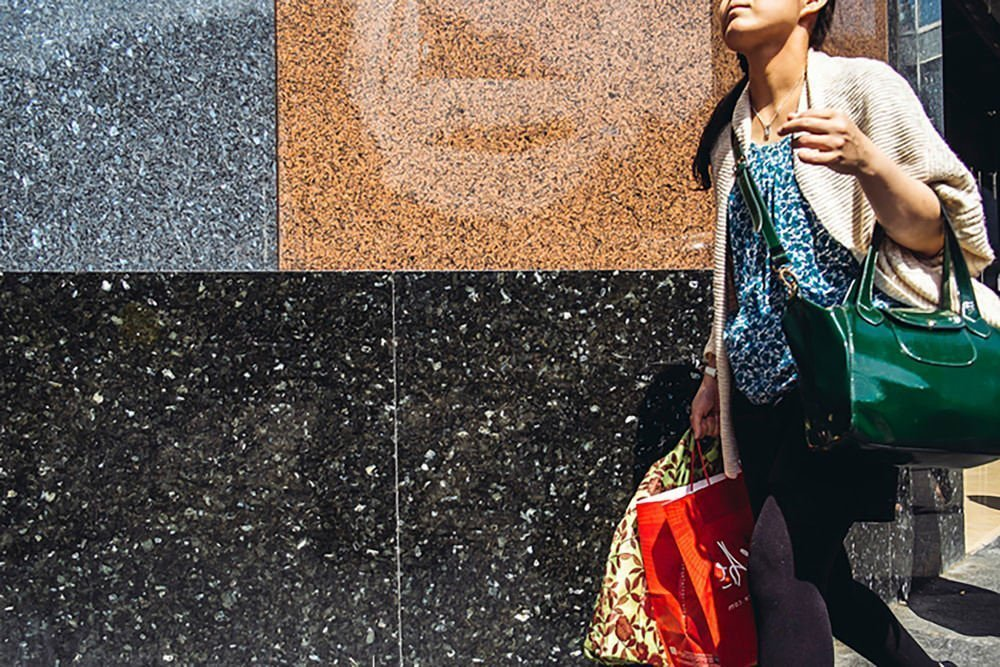 Granite-Lundhs-Galleries-Lafayette-woman-shopping-2800-min