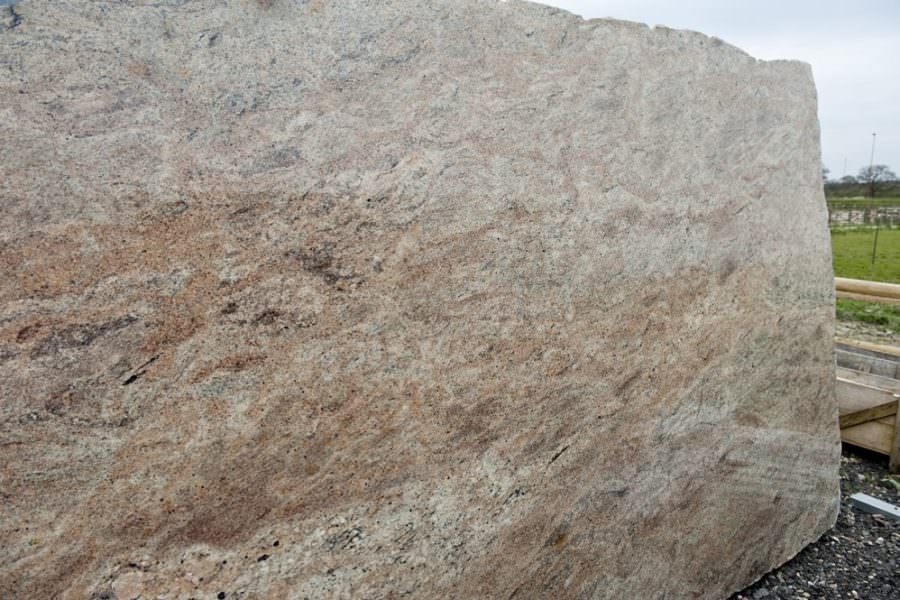 MASURA GOLD IS AN ALATERNATIVE FOR KASHMIR GOLD GRANITE WORKTOPS