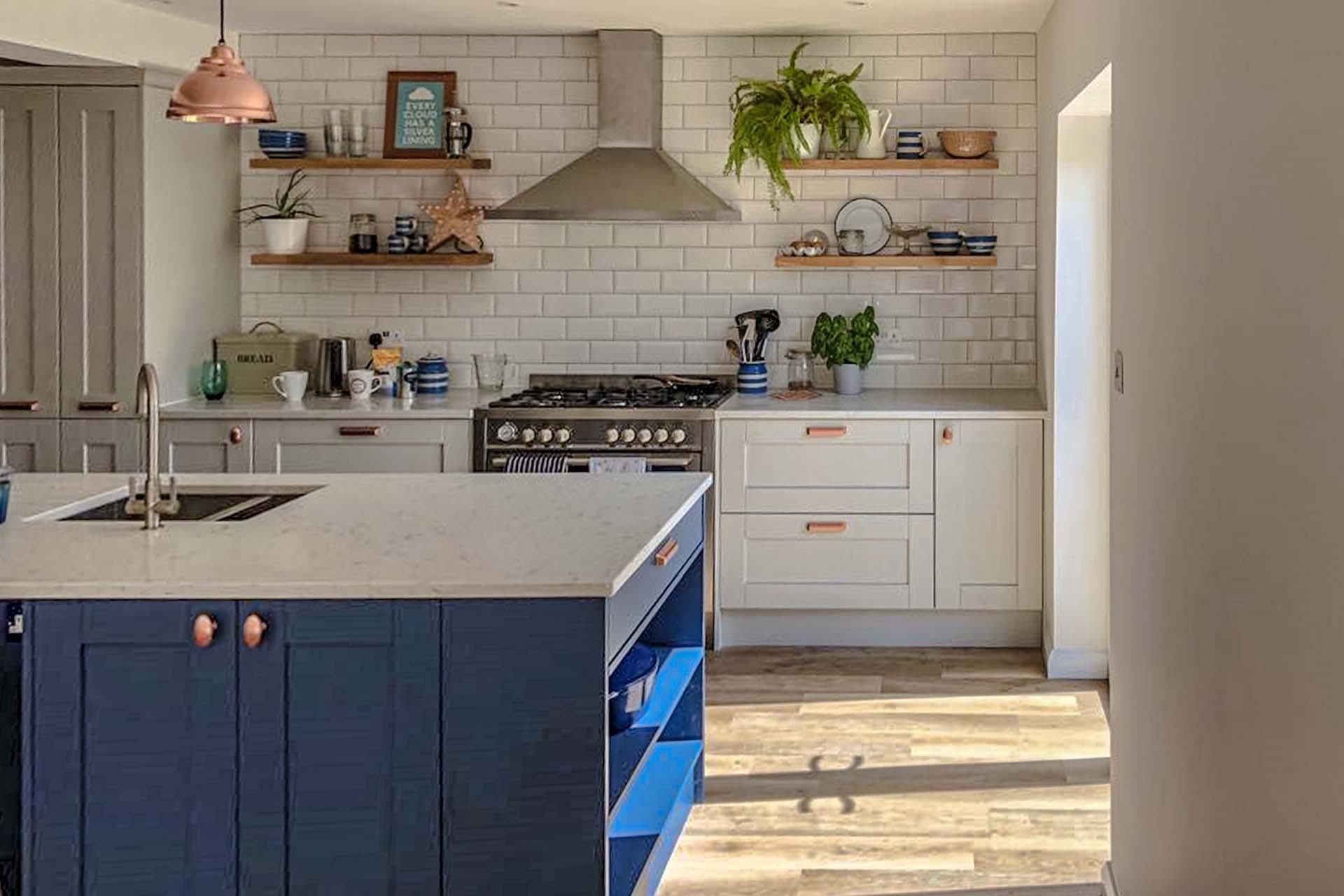 Novella Bianco Venatino kitchen rev red
