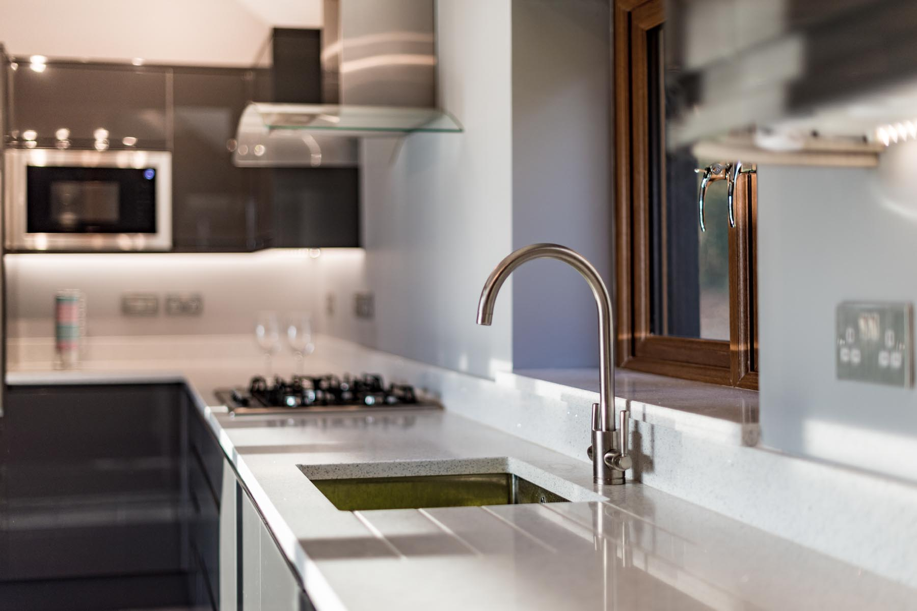 White Sparkly Quartz Worktops New Trend For A Perennial Favourite