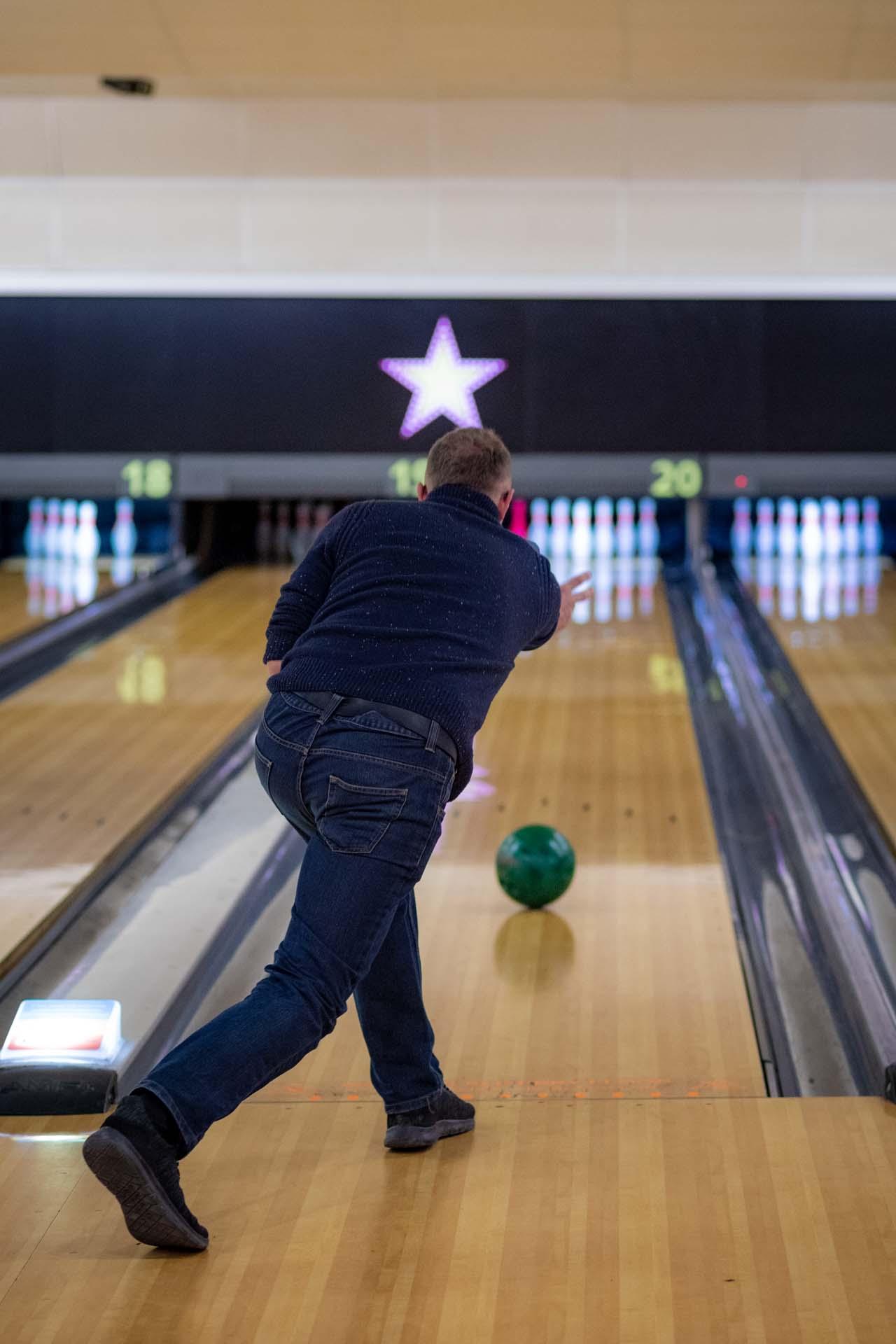 Staff training health and safety bowling crawley hollywood bowl 163610a