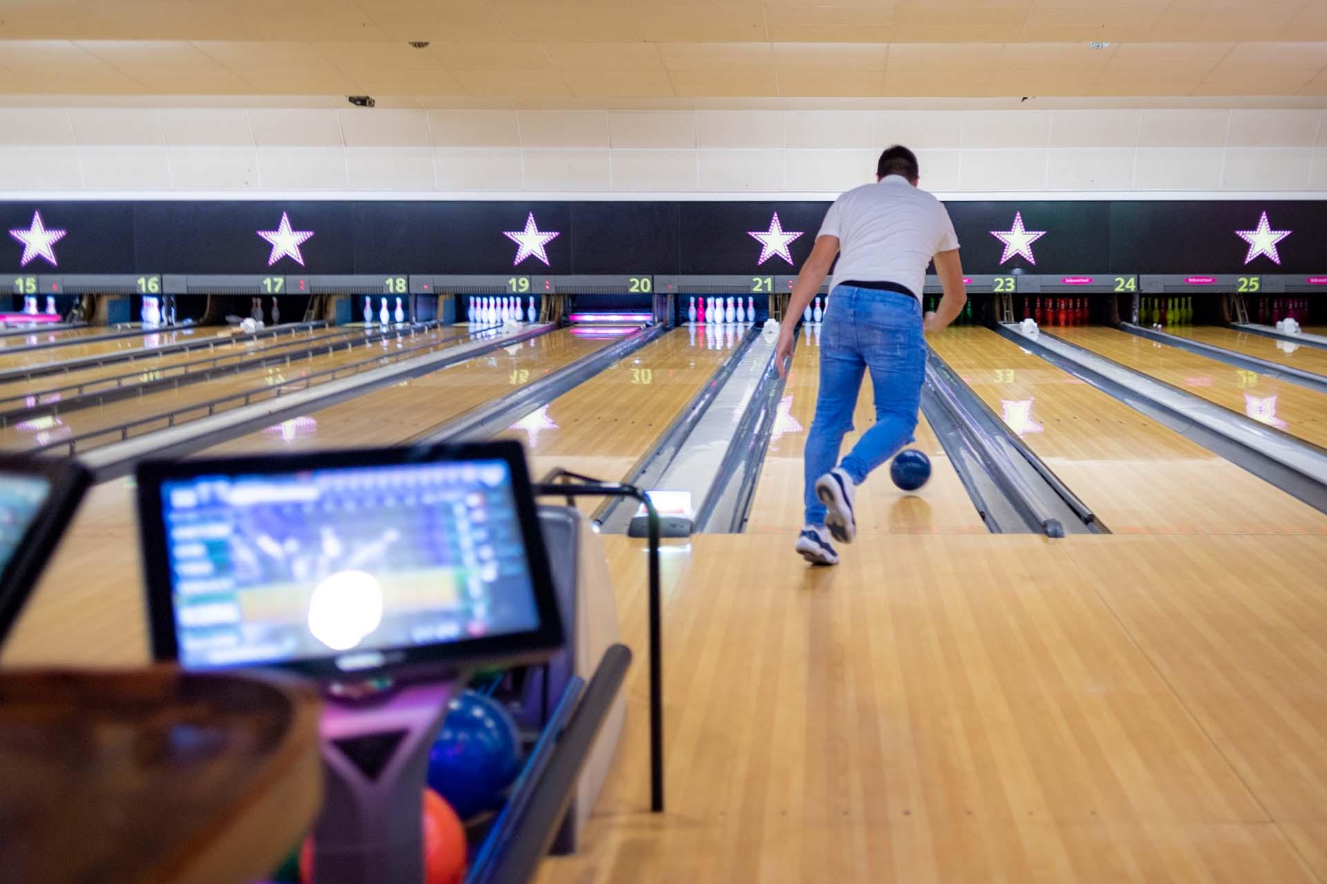 Staff training health and safety bowling crawley hollywood bowl 170648a
