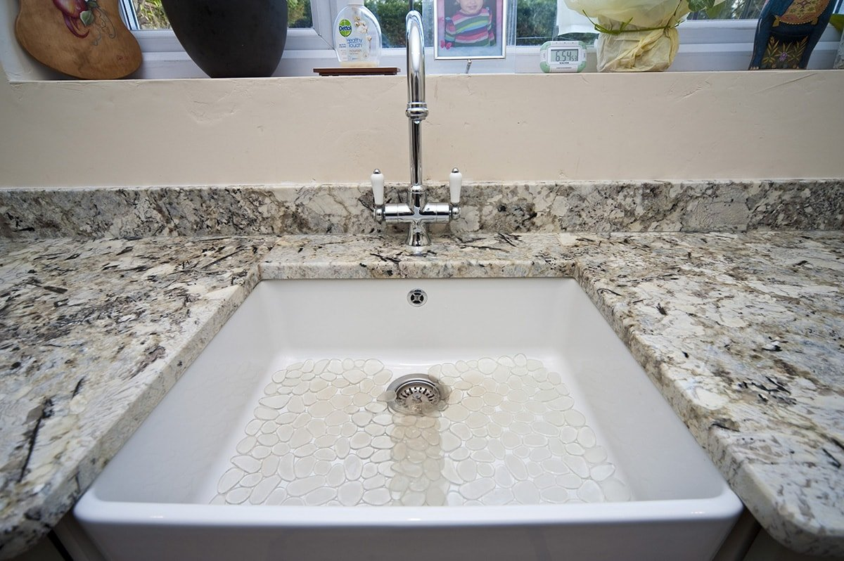 arctic-cream-granite-oxted-123139-a-butler-sink-close-up-min