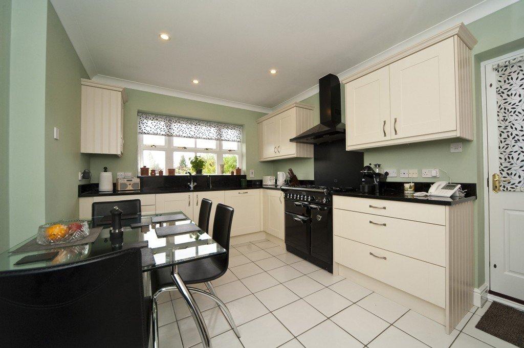 black-galaxy-granite-south-croydon-102842-a-kitchen-min