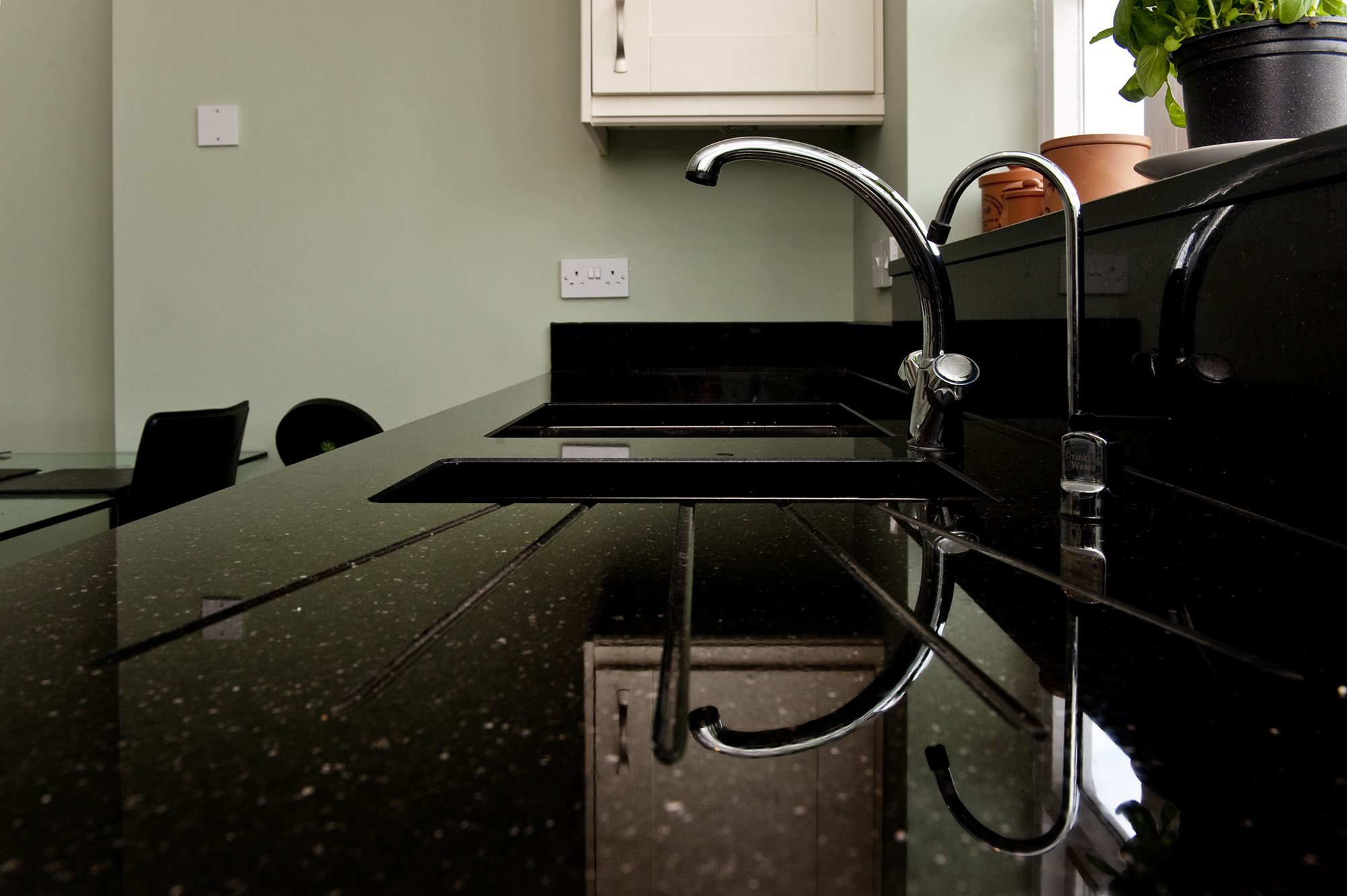 black-galaxy-granite-south-croydon-104551-a-draiange-grooves-min