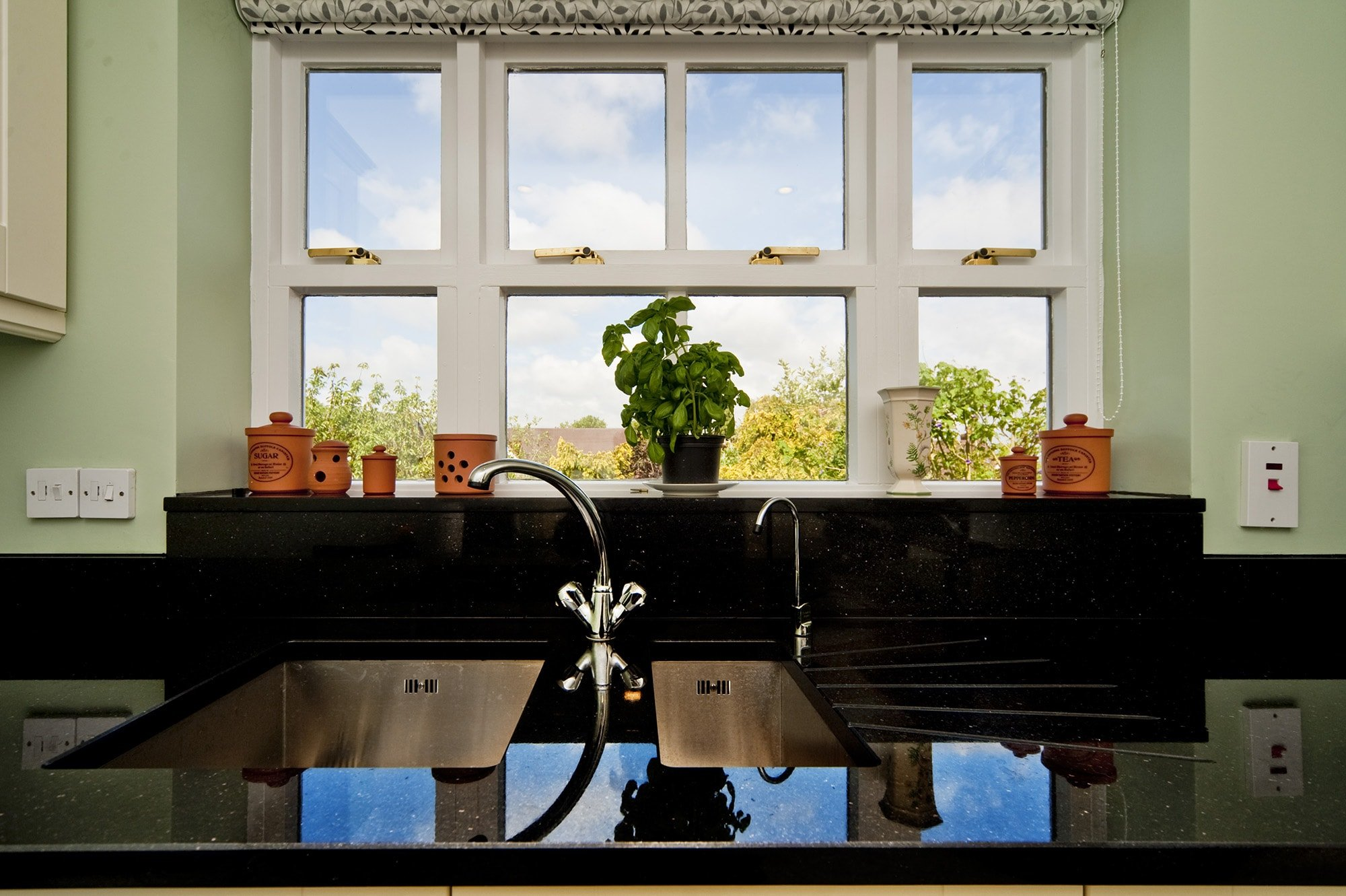 black-galaxy-granite-south-croydon-105913-a-windowsill-sink-layout-min