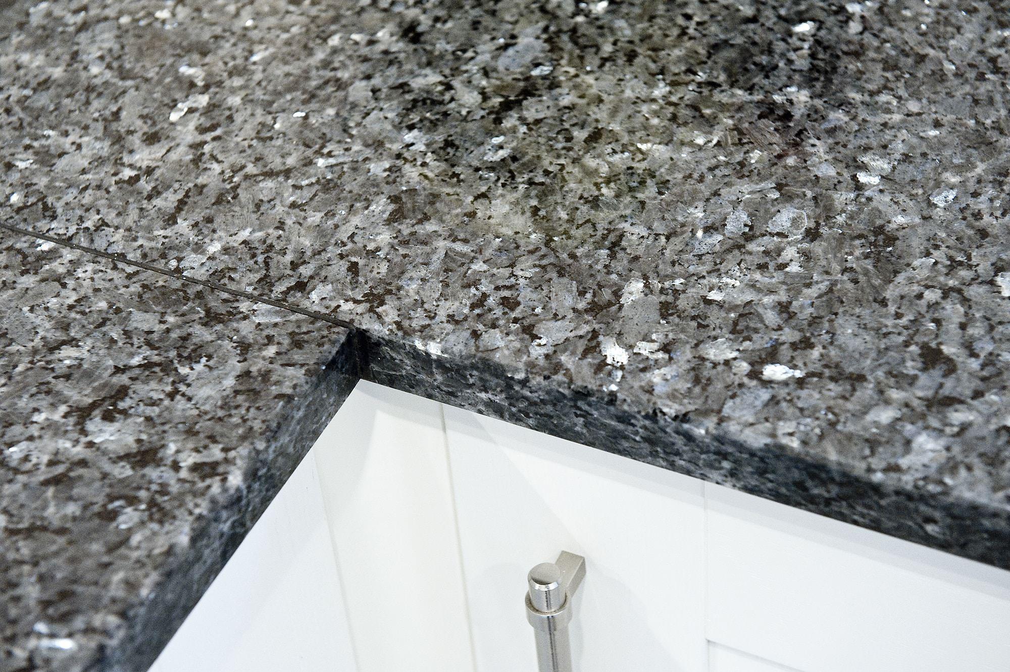 blue-pearl-granite-brockham-surrey-132521-a-detail-corner-join-min