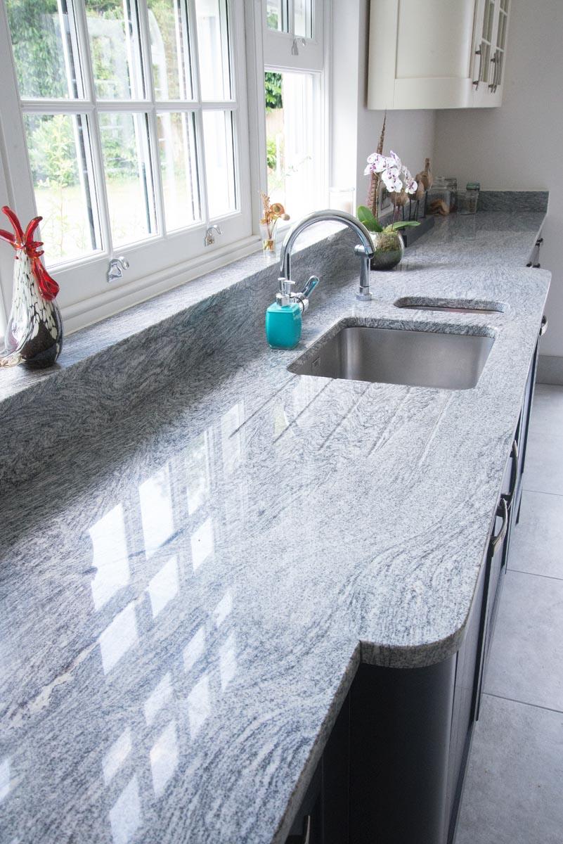 breakfront-granite-worktop-quartz-hob-sink-143310