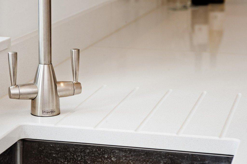 cimstone-arcadia-white-quartz-crawley–west-sussex-112809-tap-detail-min