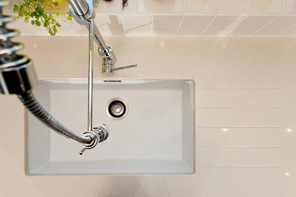 cimstone-oasis-quartz-horsham-farmhouse-090253-a-sink-tap-min