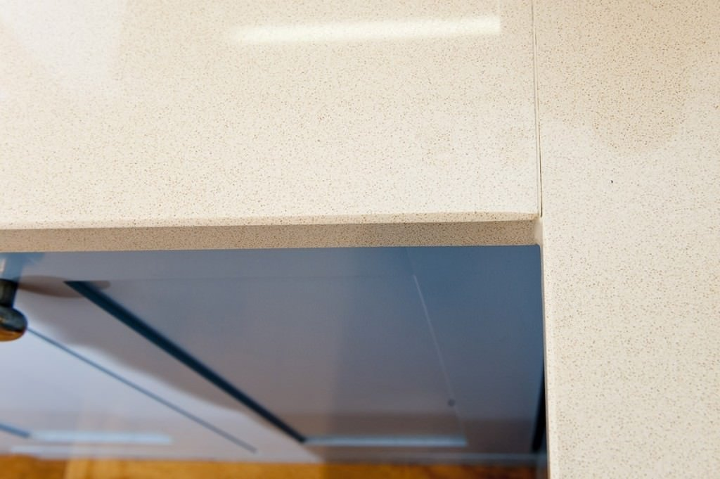 cimstone-oasis-quartz-horsham-farmhouse-090446-a-jointed-corner-detail-join-min
