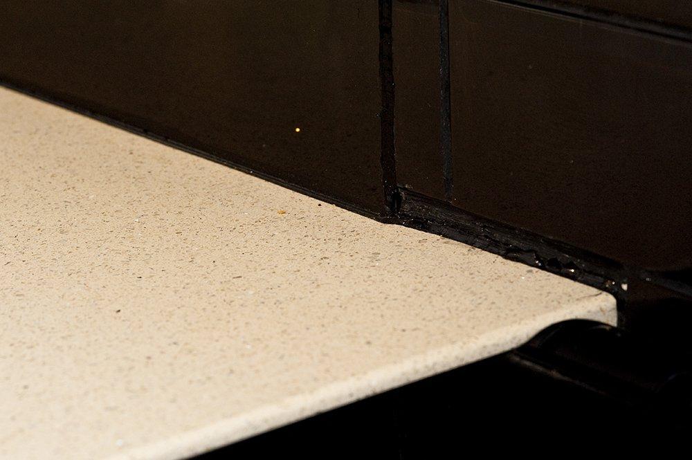 cimstone-sines-hassocks-west-sussex-cream-sparkly-quartz-105518-a-detail-corner