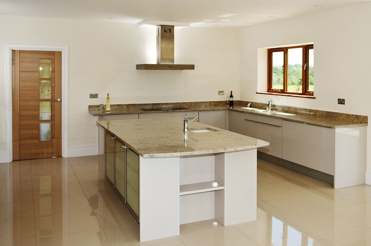 ivory-fantasy-granite-guildford-artington-surrey-112933-a-kitchen-island-min