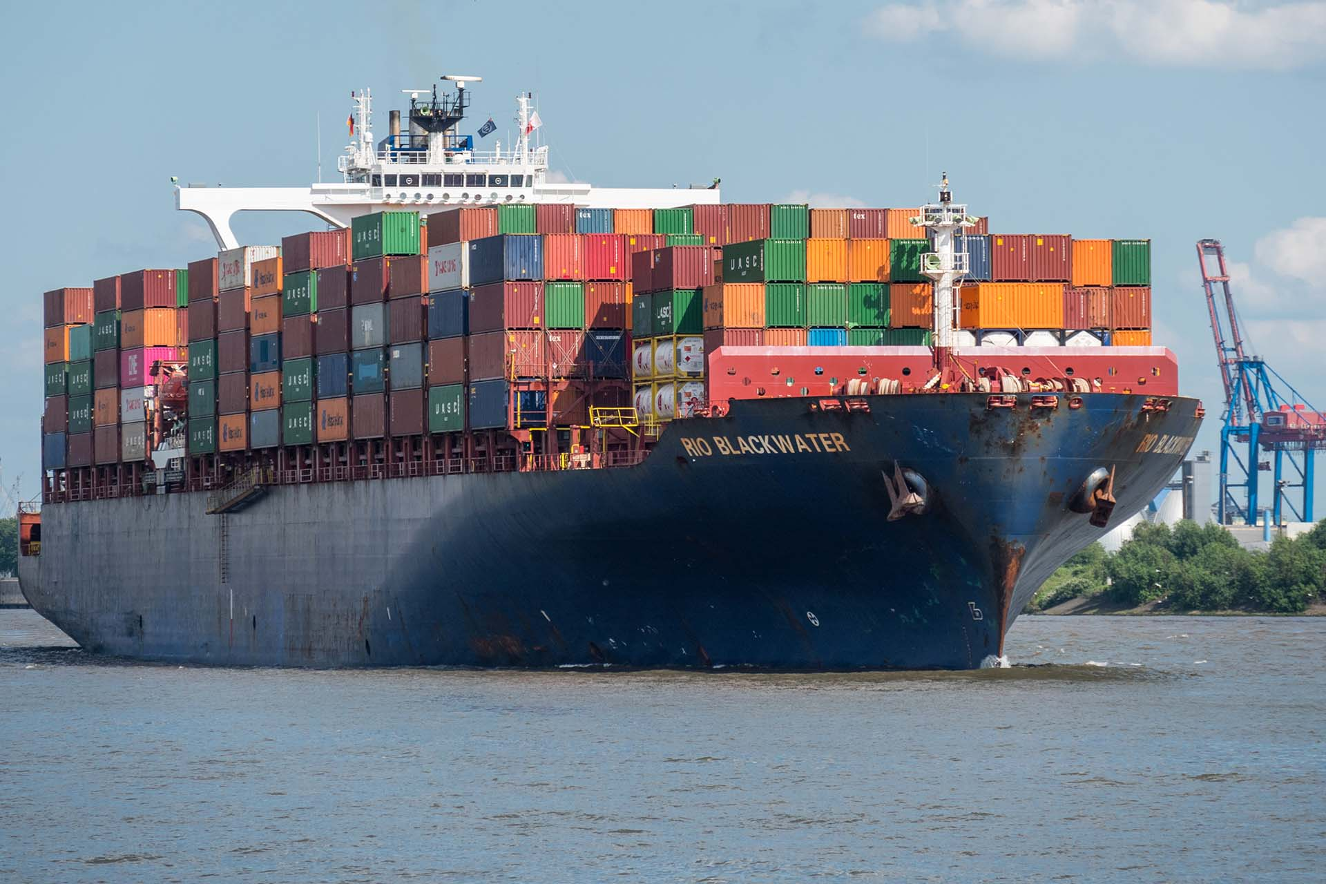 supply issues kitchen worktops container ship