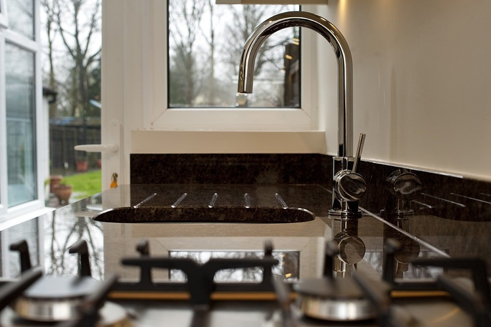 labrador-antique-granite-horley-galley-kitchen-132959-a-hob-sink-min