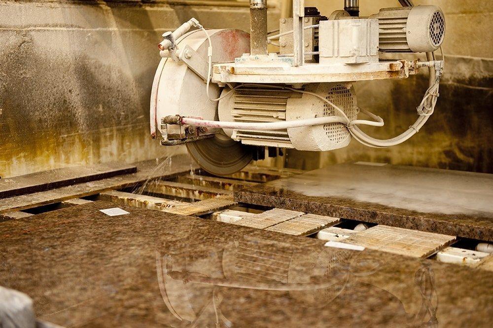 labrador-antique-granite-horley-galley-kitchen-144350-a-bridge-saw-min