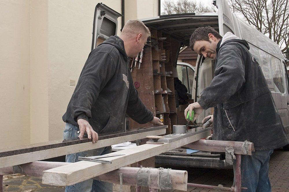 labrador-antique-granite-horley-galley-kitchen-162715-a-van-on-site-min