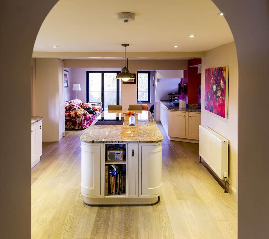 paisley-gold-granite-betchworth-surrey-10550208-kitchen-island-min-min