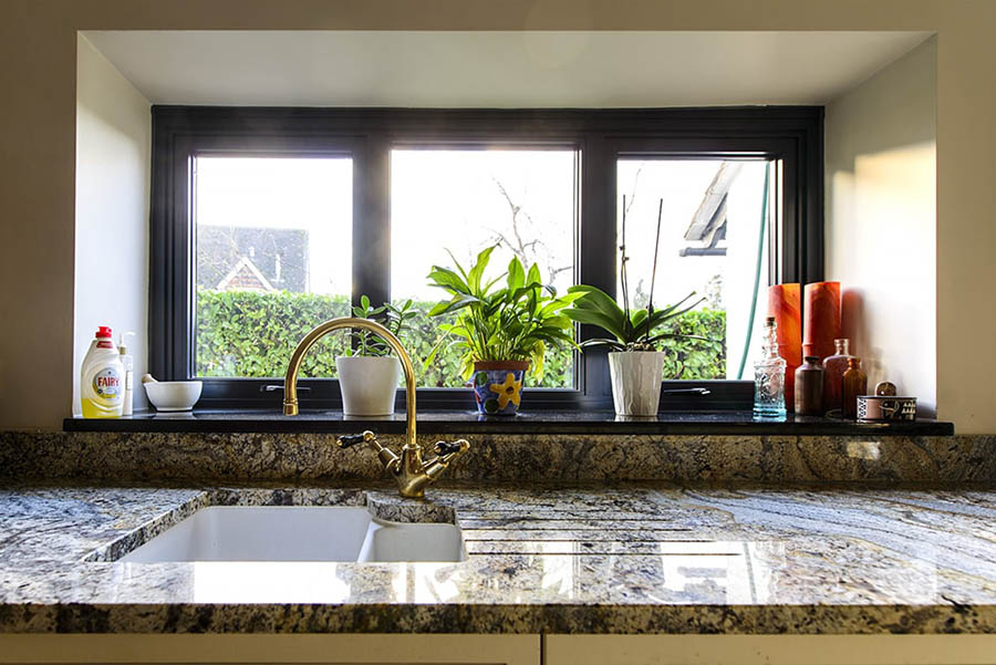paisley-gold-granite-betchworth-surrey-15444819-sink-run-windowsill-min-min