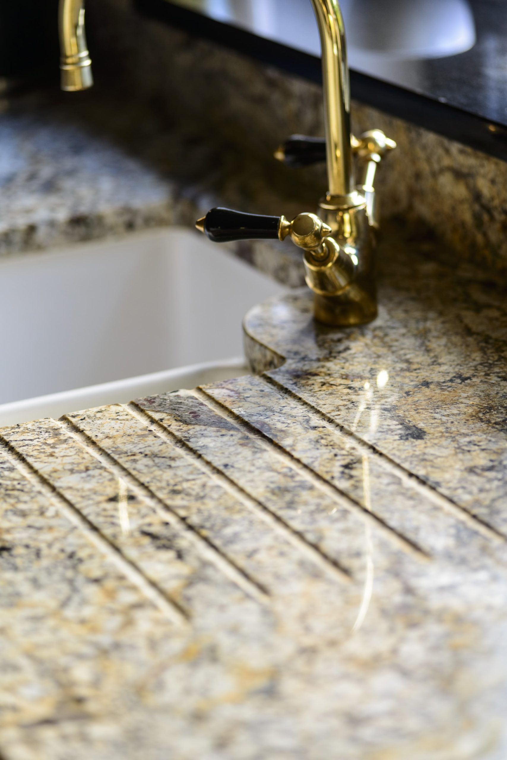 paisley-gold-granite-betchworth-surrey-15485820-drainage-grooves-min
