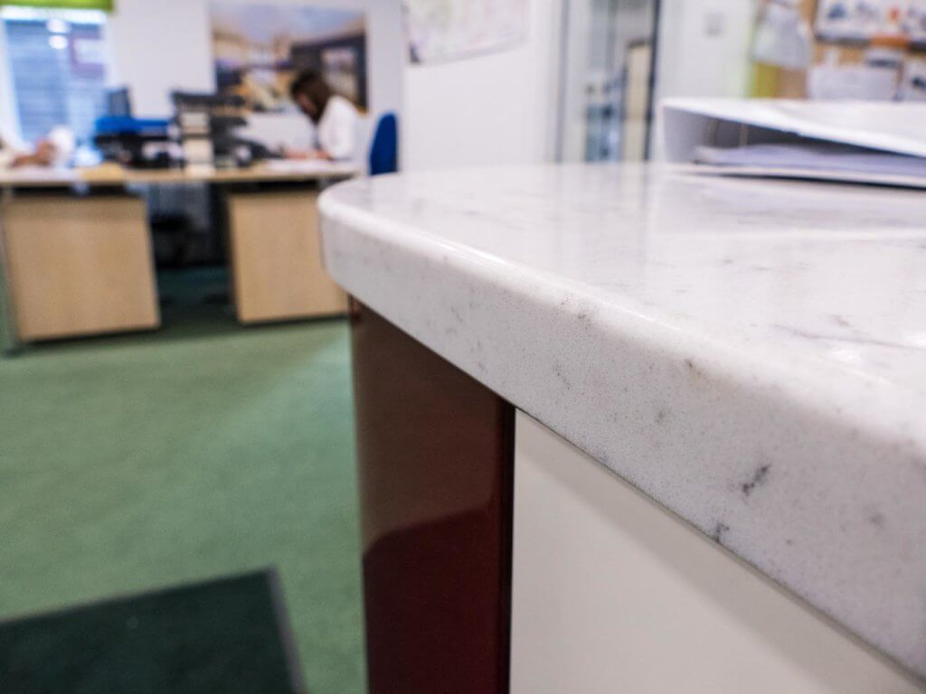 pencil-round-top-bevel-bottom-30mm-silestone-lyra