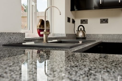 salt-and-pepper-granite-kingswood-surrey-grey-speckled-natural-120203-a-peninsular-min