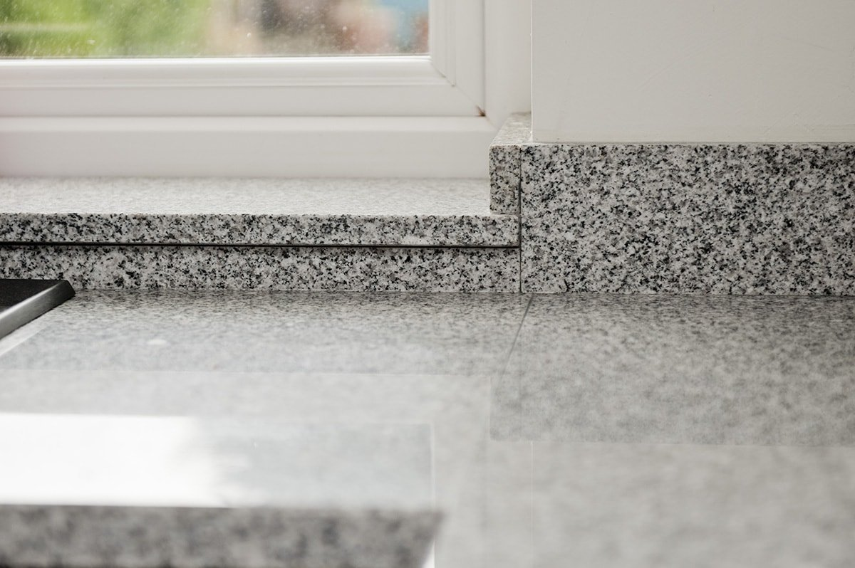 salt-and-pepper-granite-kingswood-surrey-grey-speckled-natural-120558-a-upstand-sill-min