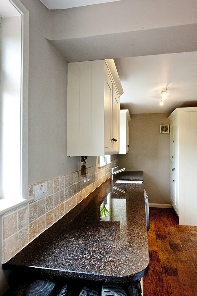samsung-radianz-mirama-bronze-horsted-sussex-130515-a-utility-room-min