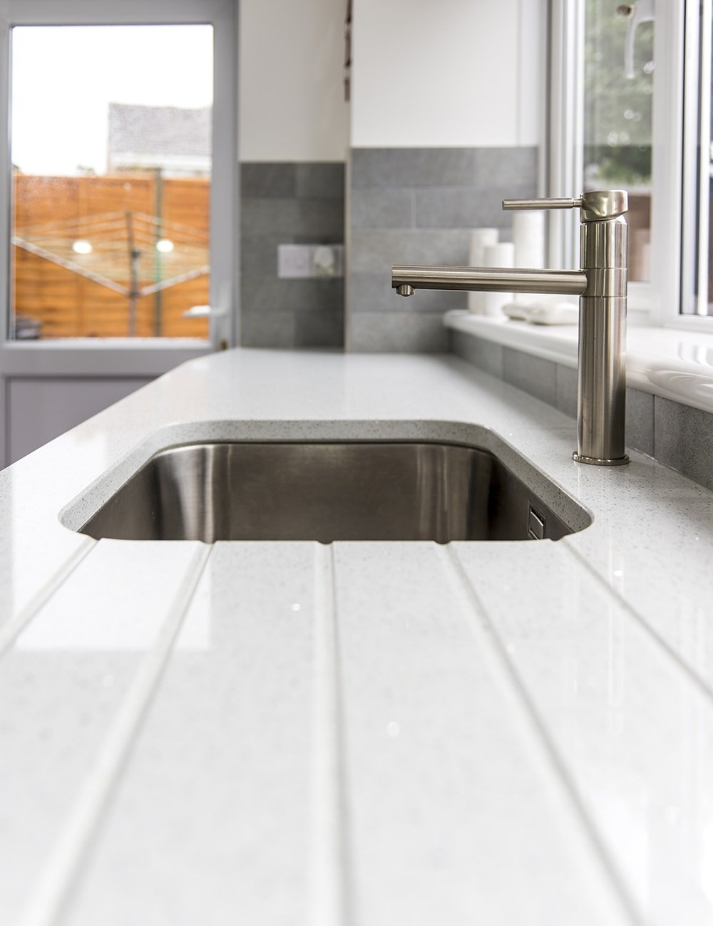 silestone-blanco-stellar-quartz-crawley-west-sussex-150333a-min