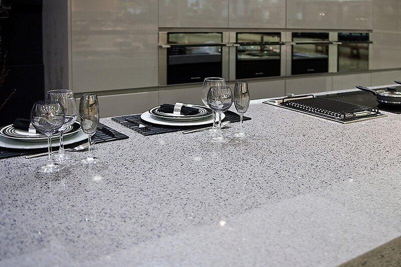 silestone-quartz-kitchen-cocina-serie-platinum-chrome-pulido-polish-2