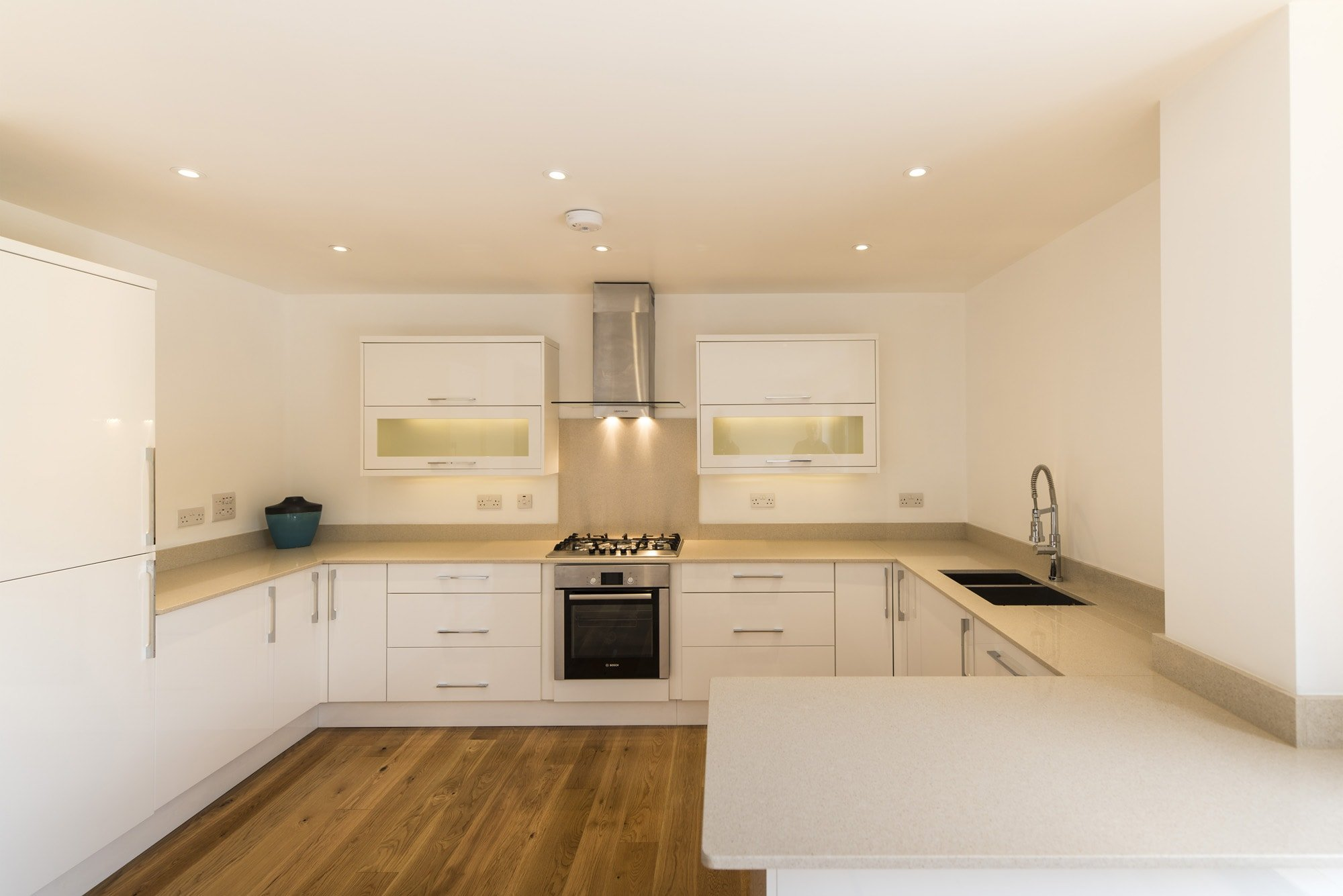 silestone_blanco_city_20mm_ashford_middlesex_130455_a_kitchen-min