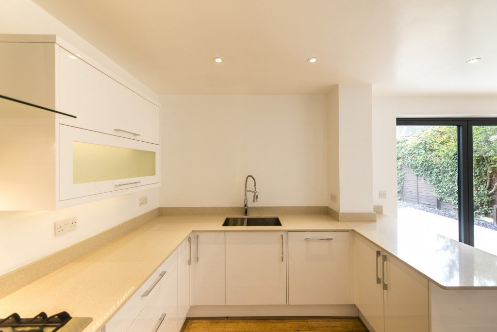 silestone_blanco_city_20mm_ashford_middlesex_130557_a_kitchen-min