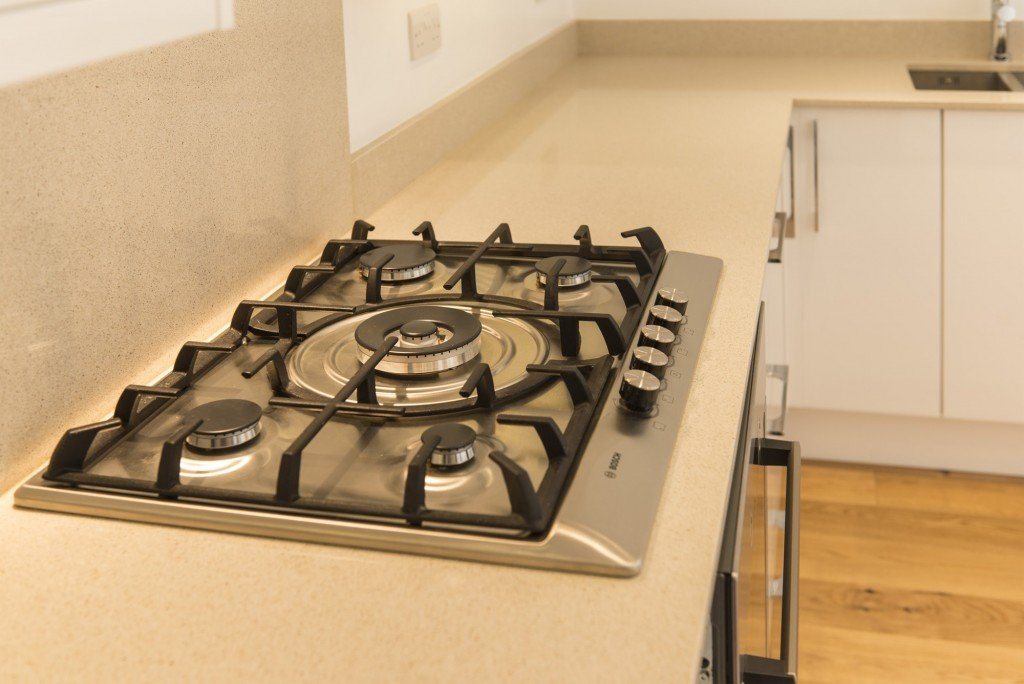 silestone_blanco_city_20mm_ashford_middlesex_132157_a_hob-min