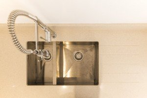silestone_blanco_city_20mm_ashford_middlesex_132709_a_sink_tap-min