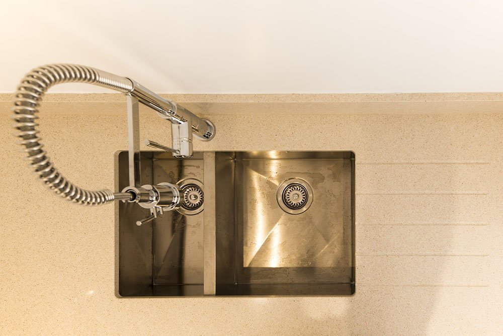 silestone_blanco_city_20mm_ashford_middlesex_132811_a_sink_tap-min