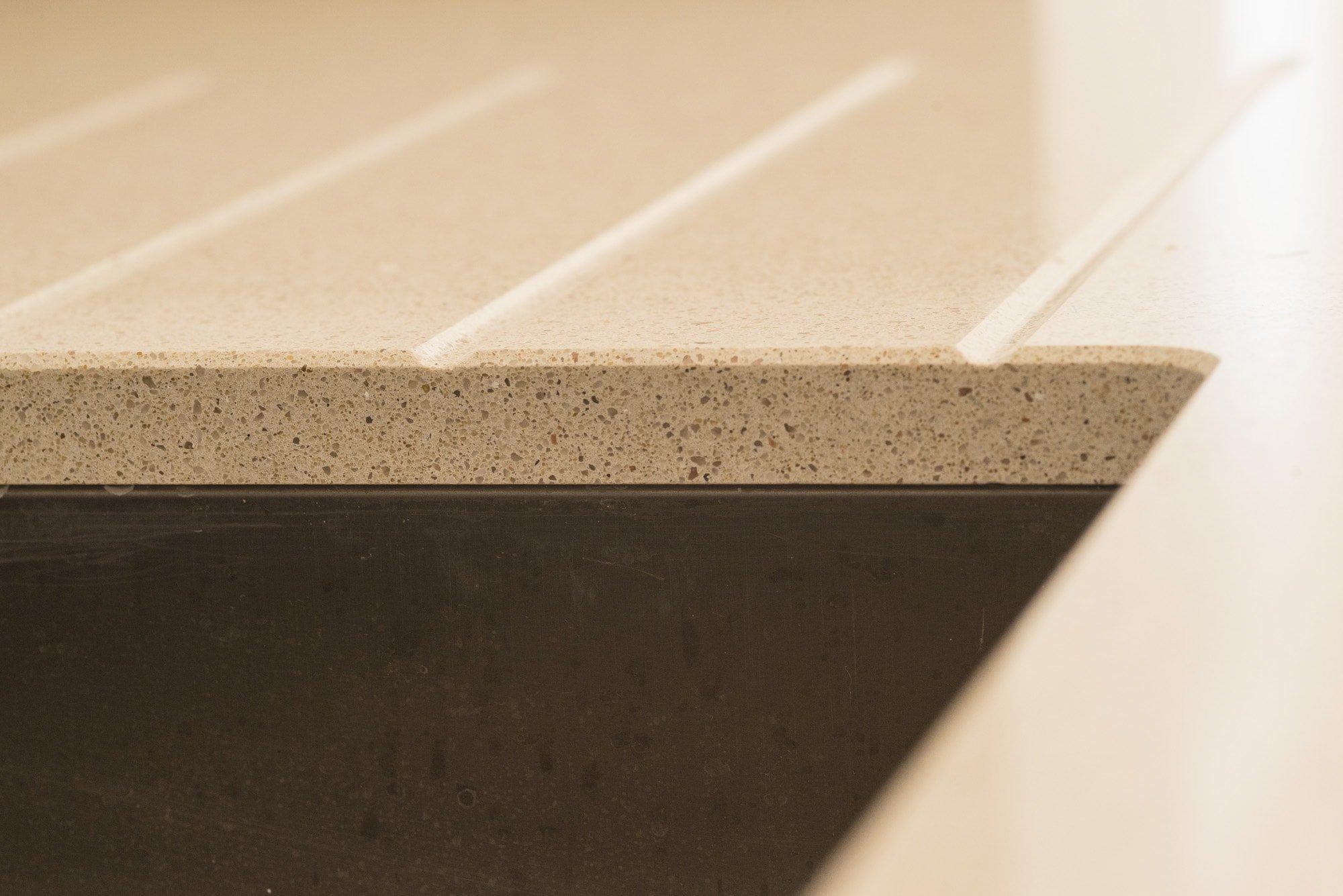 silestone_blanco_city_20mm_ashford_middlesex_133019_a_sink_cutout_drainage_grooves-min
