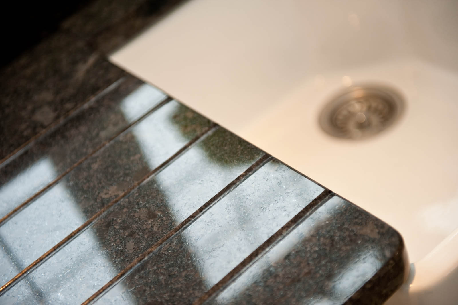 steel-grey-granite-cuckfield-sussex-kitchens-113611-a-drainage-grooves-detail_1