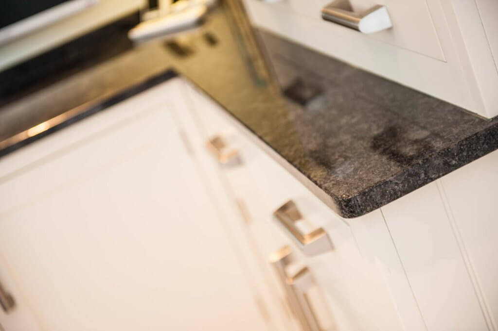 steel-grey-granite-cuckfield-sussex-kitchens-113643-a-corner-detail-dresser_1