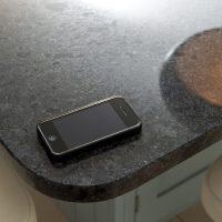 steel-grey-granite-cuckfield-west-sussex-yew-tree-kitchens-112853a-corner-detail-min