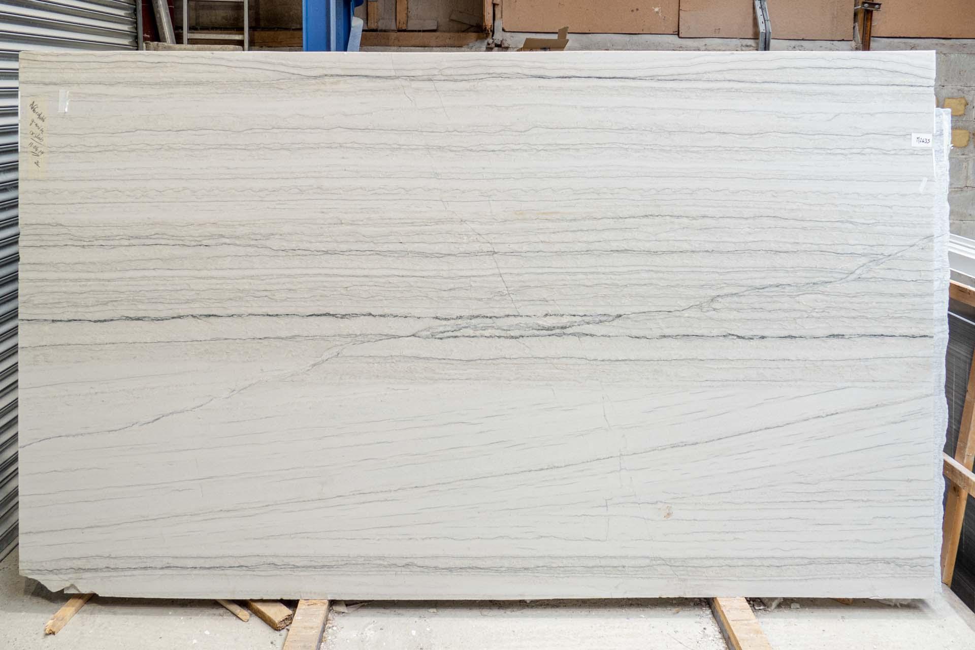 white macaubas ml190415 35370 125215a